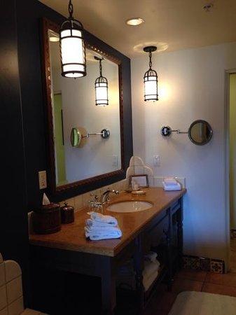 Ojai Valley Inn : bathroom