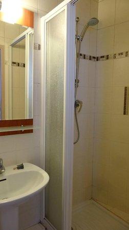 Hotel Paris Villette: Salle de bains