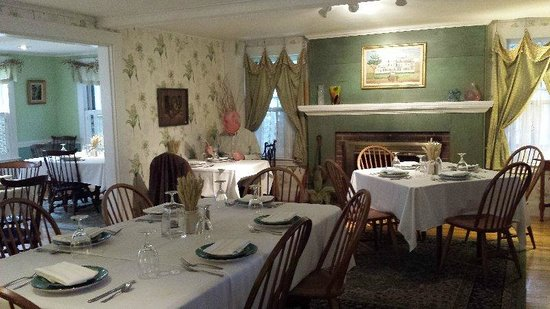 Thorndike's Restaurant at The Monadnock Inn: ONLY ONES THERE AMONG THE LOVELY DECOR