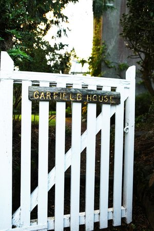 Garfield House - Your Place in the Country: Entrance Gate