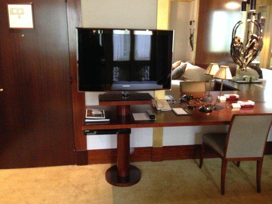 Park Hyatt Paris - Vendome : Desk/TV