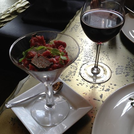 Au 3 Vauban : Beef tartare or truffles; you don't have to choose.