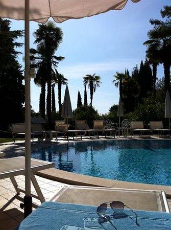Hotel Villa Sofia: poolside