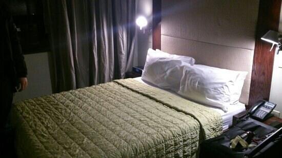 Hotel East Houston: room on arrival