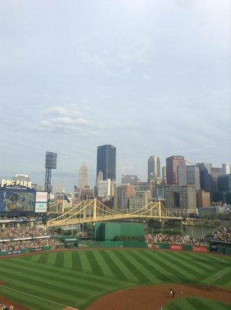 PNC Park : beautiful field/skyline