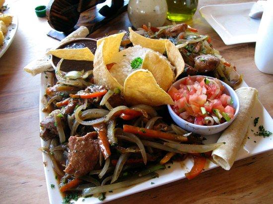 Restaurante El Descanso : mezcla of beef, pork, and chicken