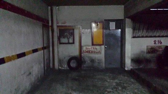 Hotel América: Estacionamento