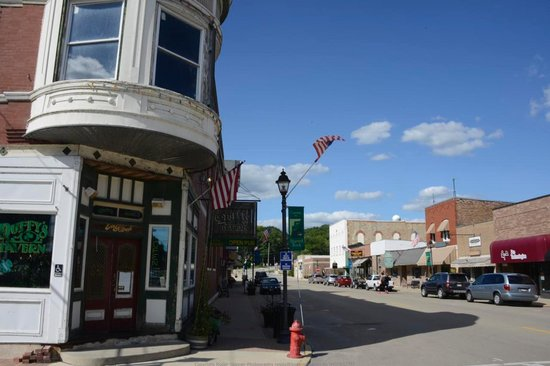 Duffy's Tavern: View of Duffy's and the main st of Utica