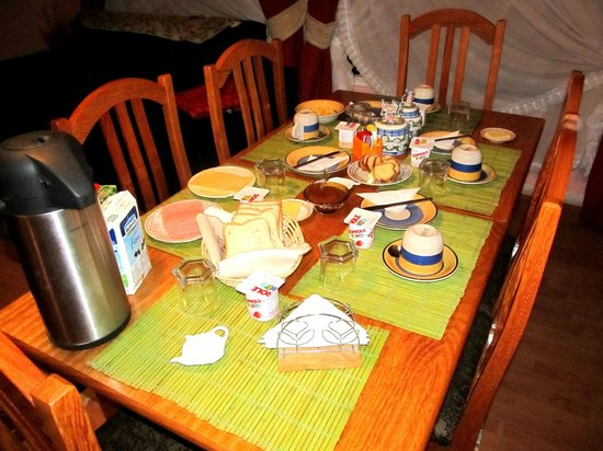 Hostal Arkya: Desayuno continental