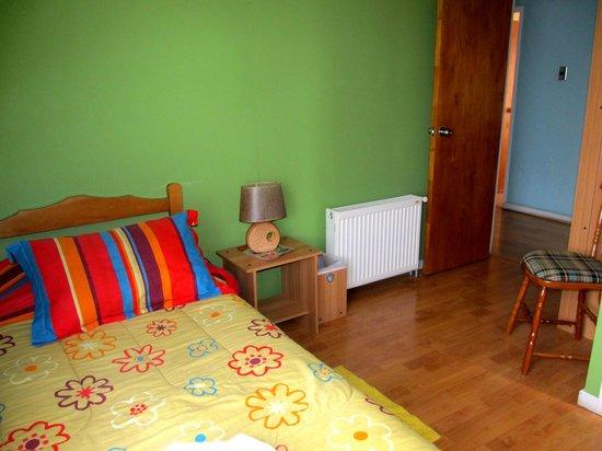 Hostal Arkya: Habitación twin con baño privado