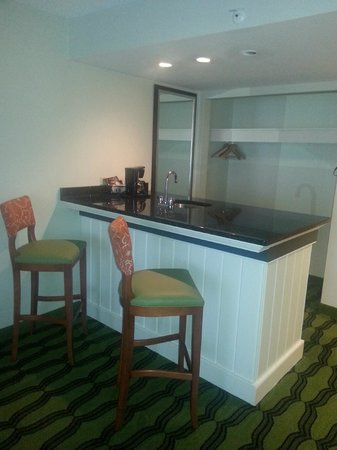 Holiday Inn Va Beach-Oceanside (21st St): Bar area