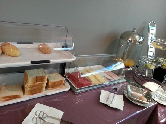 Hotel Curious: Complimentary breakfast