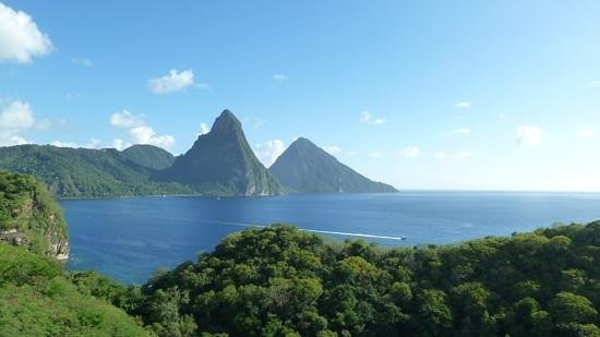 Anse Chastanet : The Pitons from the Jade Mountain