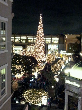 The Americana at Brand : The splendor of Holiday lights...