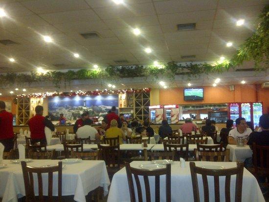 Paulista Grill : Vista parcial del salón principal