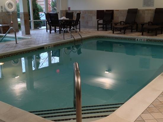Courtyard Franklin Cool Springs : indoor pool