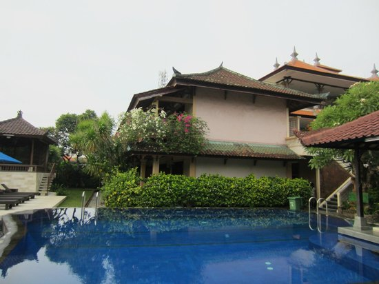 Fat Yogi Cottages: Room's near the pool