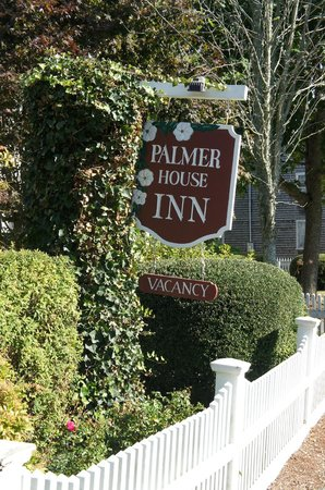 Palmer House Inn : Look for the sign