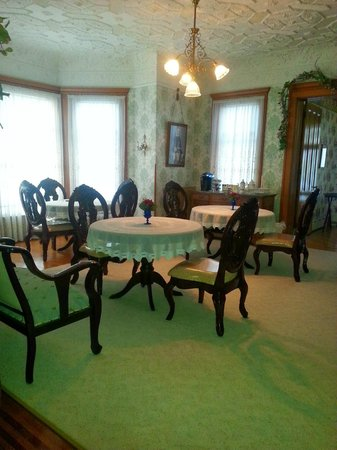 Queen Anne Bed and Breakfast: Formal Dining Room
