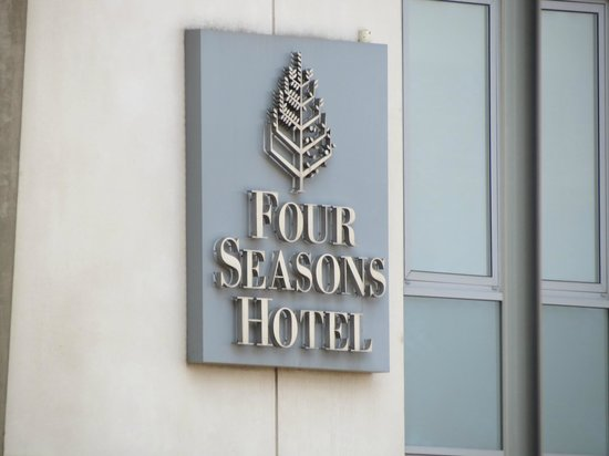 Canary Riverside Plaza Hotel: 4Seasons