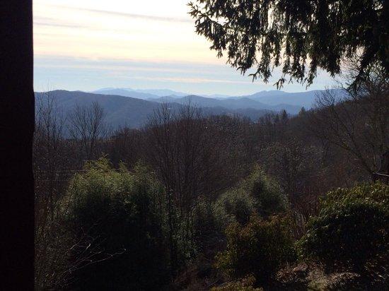 Archer's Mountain Inn: Our porch view