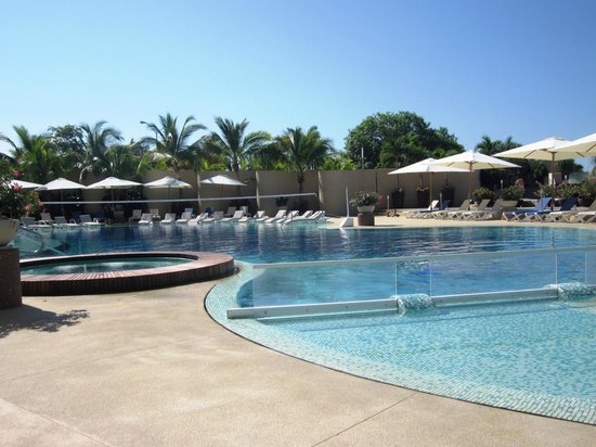 Azul Ixtapa Grand Spa & Convention Center: Family pool