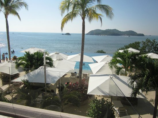 Azul Ixtapa Grand Spa & Convention Center: View from pool