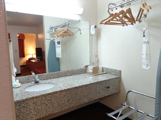 BEST WESTERN Llano: bathroom counte (outside of bathroom)