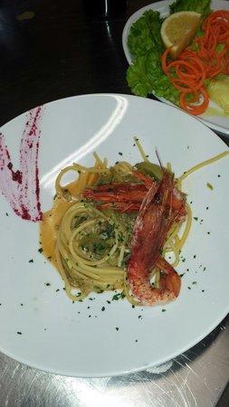 Magenta, Italia: Spaghetti chitarra, con gamb.rossi e carciofi