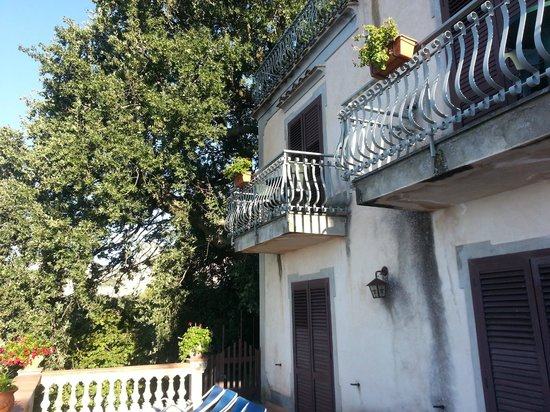 Villa la Quercia: Rooms overlook the terrace