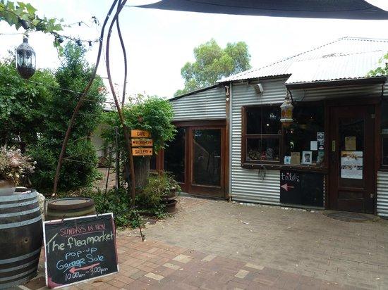Taylor's Cafe: Entrance