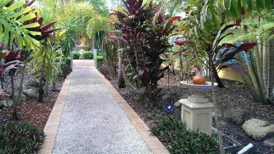 Diamond Sands Resort: Gardens near the pool