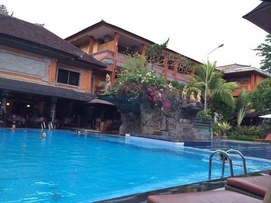 Wina Holiday Villa Hotel: zwembad