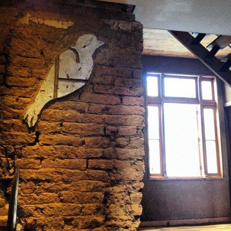 Hotel Fauna: Exposed brick walls