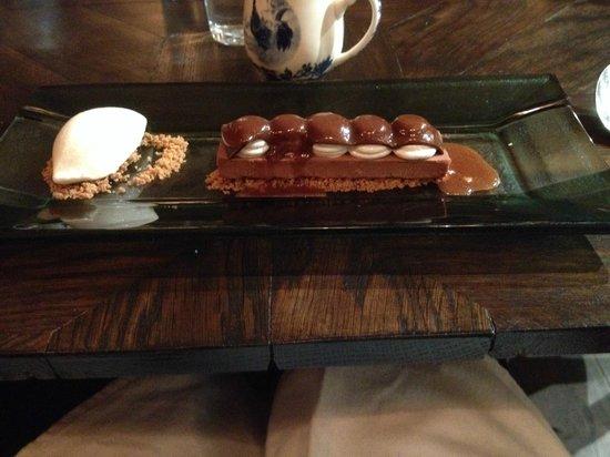 Bistro Vue: Snickers bar dessert- sublime