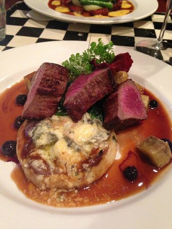 Nor'Wester Cafe: Venison with blue cheese tart, blueberry jus, VERY good!