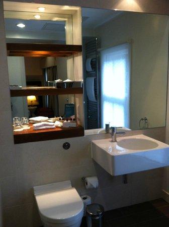 Thistle Holborn, The Kingsley: Bathroom
