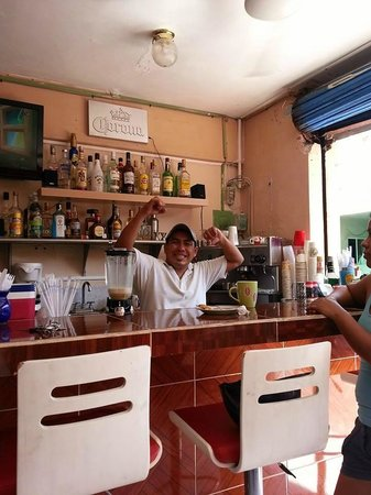 Aluxes Coffee House: Aluxes Owner