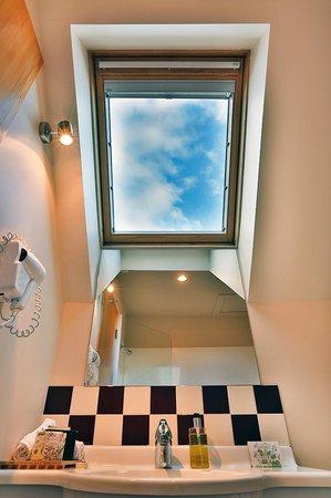 Settlers Motel: Upstairs bathroom