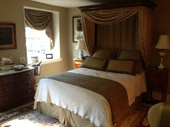 Black Bass Hotel : grover cleveland suite