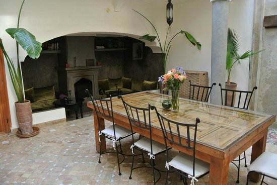 Dar Rocmarra: Central courtyard and dinning area