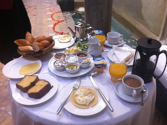 Dar Rocmarra: Breakfast feast