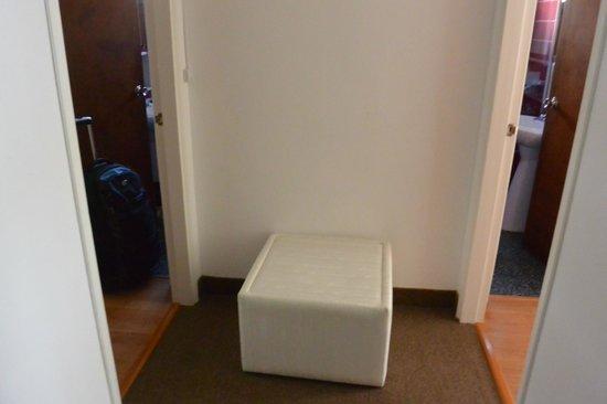 Bonne Etoile Hotel: room 317 entry