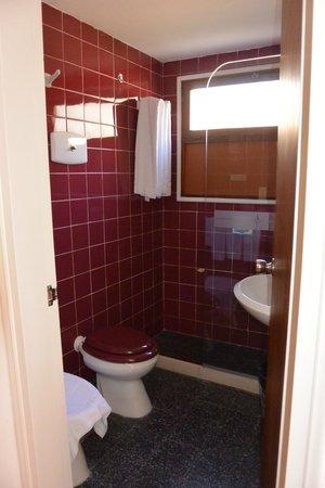 Bonne Etoile Hotel: room 317 bathroom 2
