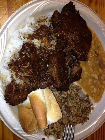 Poche Market & Restaurant : smothered beef