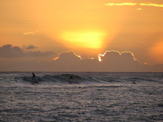 Poipu Beach Park: sunset