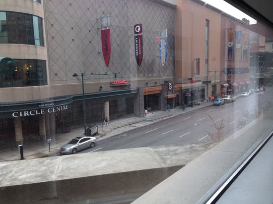 Hyatt Regency Indianapolis: Pictures of the mall from the skywalk