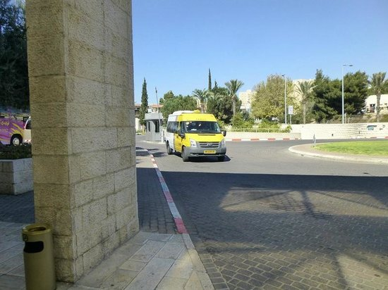 Dan Jerusalem Hotel: Sherut comes to pick you up if asked.