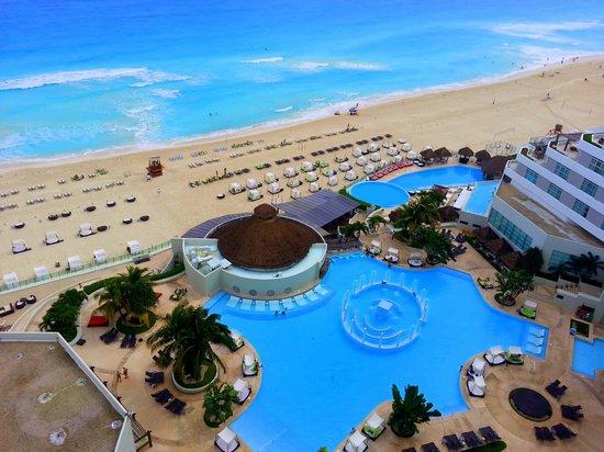ME Cancun : View