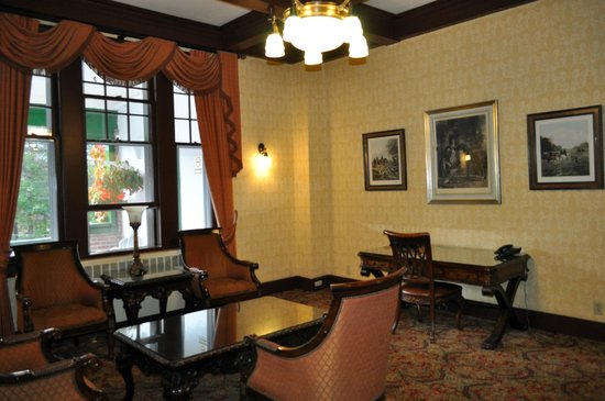 Glynmill Inn: In the lobby